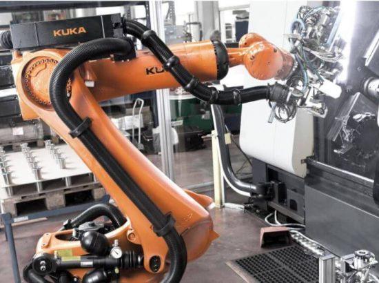 Обслуживание станков роботом